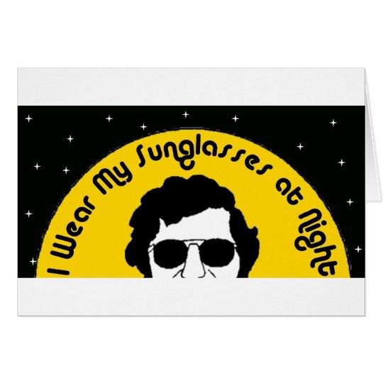 Llevo mis gafas de sol en la noche tarjeta de felicitación