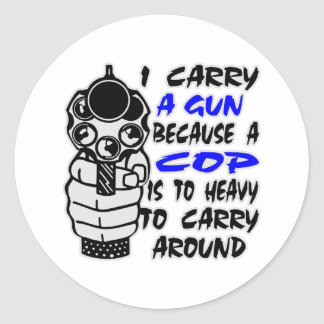 Llevo un arma porque un poli es demasiado pesado pegatina redonda