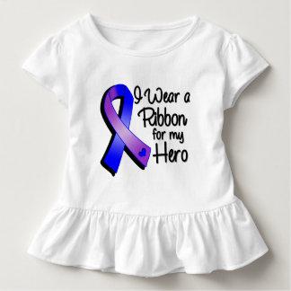 Llevo una cinta azul y púrpura para mi héroe remera
