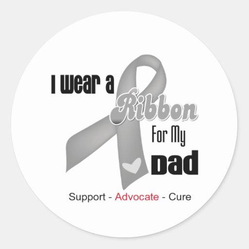 Llevo una cinta gris para mi papá etiqueta redonda
