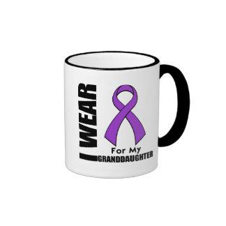 Llevo una cinta púrpura para mi nieta taza a dos colores