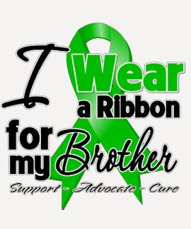 Llevo una cinta verde para mi Brother Camisetas
