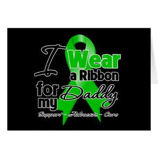 Llevo una cinta verde para mi papá tarjeta de felicitación