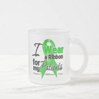Llevo una cinta verde para mis pacientes taza cristal mate
