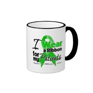 Llevo una cinta verde para mis pacientes taza de dos colores