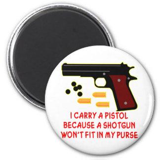Llevo una pistola que una escopeta no cabrá en mi  imán redondo 5 cm