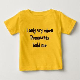 Lloro solamente cuando Demócratas me detienen: Playera De Bebé