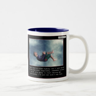 Llover a hombres taza de café de dos colores