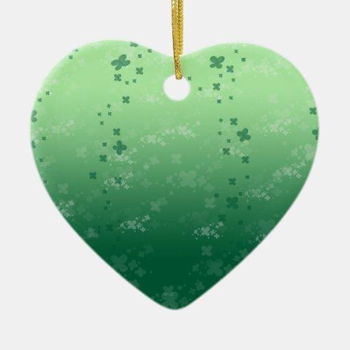 Llover el trébol adorno navideño de cerámica en forma de corazón