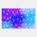 Lluvia con el cielo nublado azul y púrpura rectangular pegatina