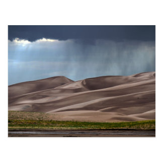 Lluvia en las grandes dunas de arena tarjetas postales