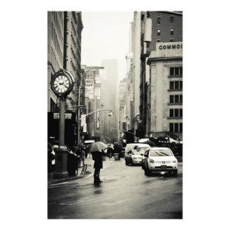 Lluvia en New York City - estilo del vintage Papelería De Diseño