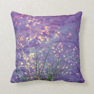 Lluvia púrpura brillante almohadas