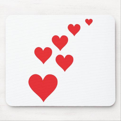 Lluvia roja del amor del corazón - día de Valentin Tapetes De Raton