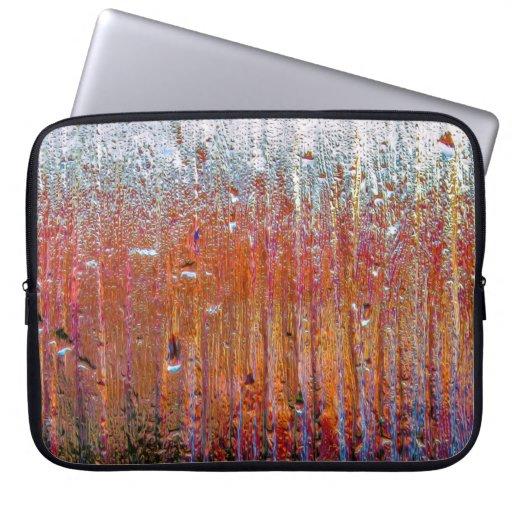 Lluvia sobre el vidrio con colores bonitos funda computadora