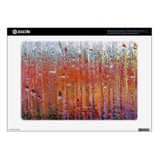 Lluvia sobre el vidrio con colores bonitos samsung chromebook skin