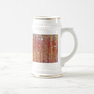 Lluvia sobre el vidrio con colores bonitos taza
