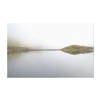 Llyn Llydaw en la niebla de levantamiento en Snowd Lienzo Envuelto Para Galerias