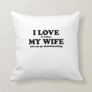 Lo amo cuando mi esposa me deja ir a andar en mono almohadas