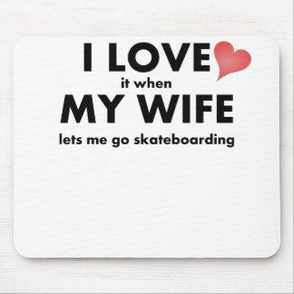 Lo amo cuando mi esposa me deja ir a andar en mono tapetes de raton