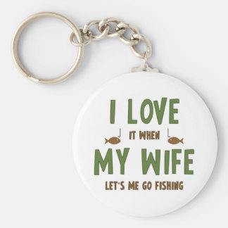 Lo amo cuando mi esposa me deja ir a pescar llavero redondo tipo pin