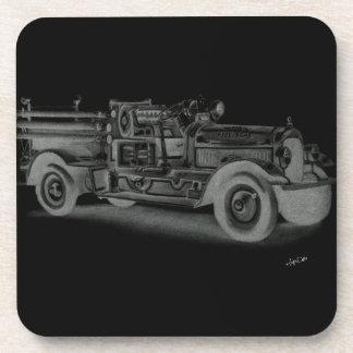 lo contrario dibujado mano del coche de bomberos d posavasos