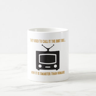 Lo llamaban la caja de idiota. taza de café