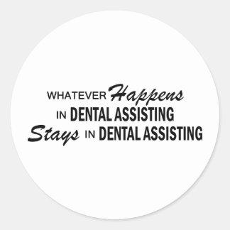 Lo que sucede - ayuda dental etiqueta redonda