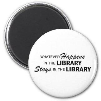 Lo que sucede - biblioteca imán redondo 5 cm