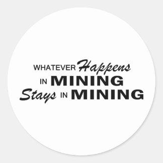 Lo que sucede - explotación minera pegatina redonda