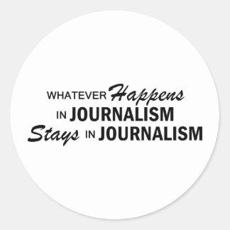 Lo que sucede - periodismo pegatina redonda