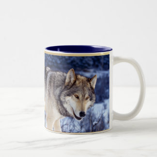 Lobo 2 del invierno taza de café de dos colores