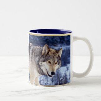 Lobo 2 del invierno taza dos tonos