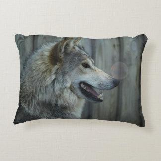 Lobo de madera cojín decorativo
