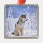 Lobo de madera que se sienta en la nieve, lupus de adorno cuadrado plateado