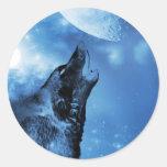 Lobo del fantasma que grita en la luna etiqueta redonda