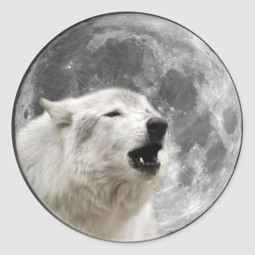 Lobo del grito en la luna pegatina redonda