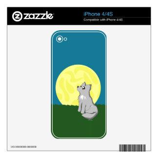 Lobo desaliñado lindo con la luna iPhone 4 skin