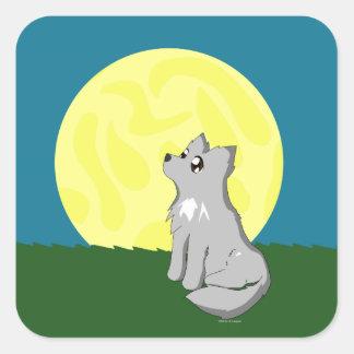 Lobo desaliñado lindo con la luna pegatina cuadrada