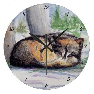 Lobo en descanso reloj redondo grande