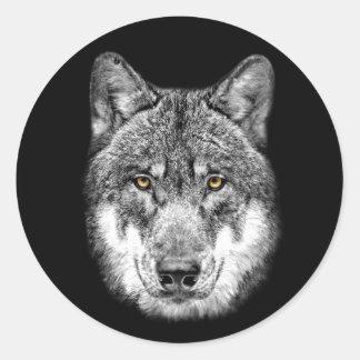 Lobo en fondo negro pegatina redonda