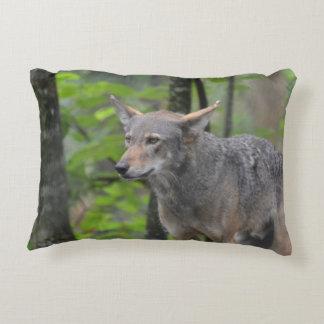 Lobo gris cojín decorativo