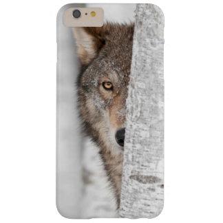 Lobo gris (lupus de Canis) detrás del árbol Funda Barely There iPhone 6 Plus