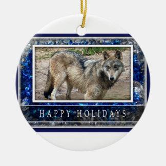 Lobo gris u ornamento del navidad de los lobos adorno navideño redondo de cerámica