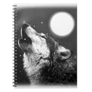 Lobo, luna y cuaderno de la noche