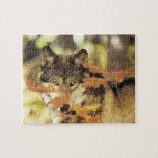 Lobo lupus de Canis con el color del otoño Cana Puzzles