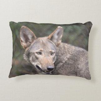 Lobo occidental cojín decorativo