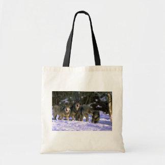Lobo-paquete gris en el borde del bosque nevoso bolsa tela barata