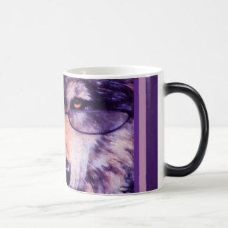 Lobo púrpura solitario taza mágica