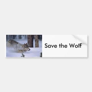Lobo que corre en nieve etiqueta de parachoque